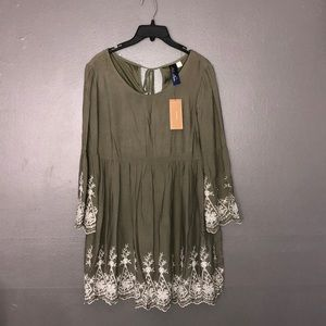 NWT francescas green bell sleeved dress size L